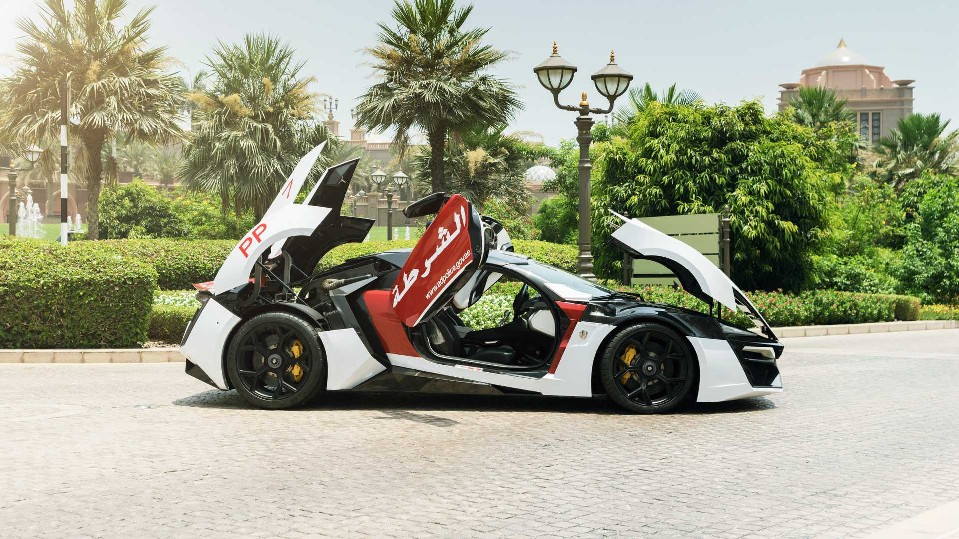 Lykan HyperSport Is Not Your Typical Police Car_2