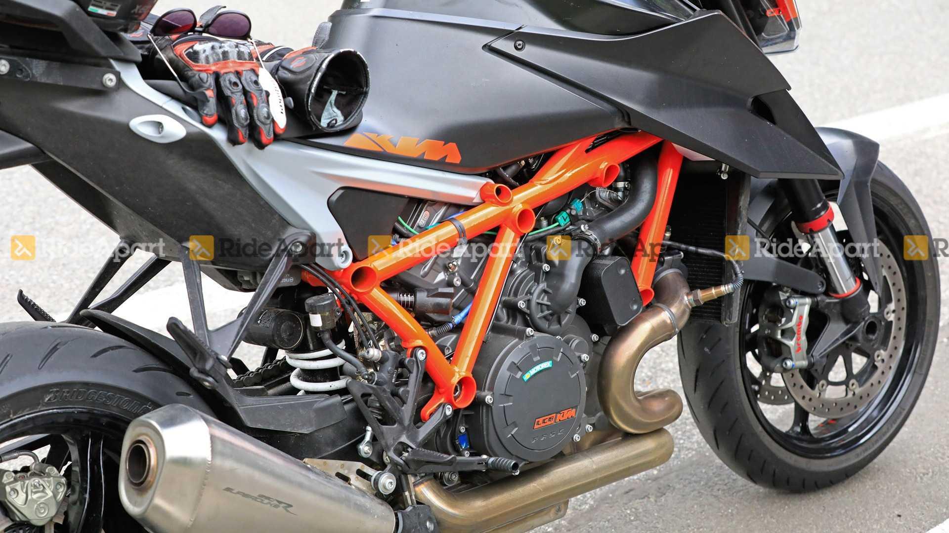 KTM 1290 Super Duke R 2020_3