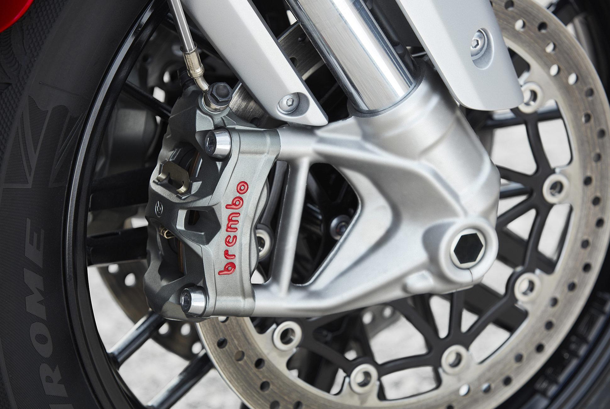 Triumph Rocket 3 R и Rocket 3 GT 2020