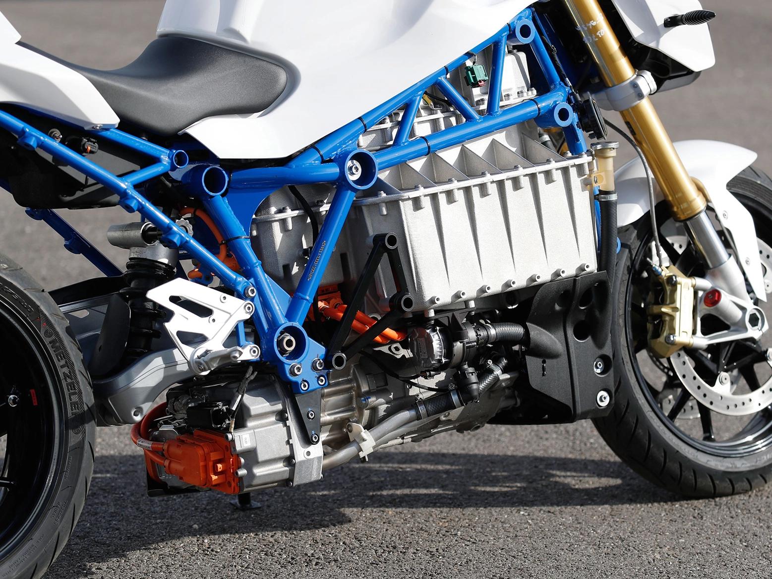 BMW тестирует прототип электроцикла E-Power Roadster