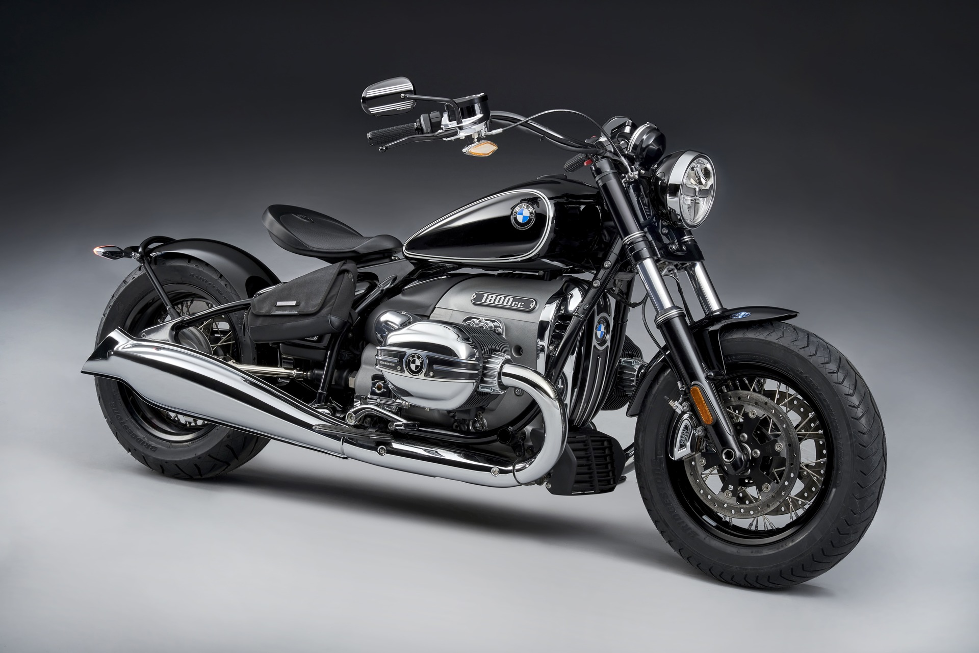 Presented cruiser BMW R18 2020