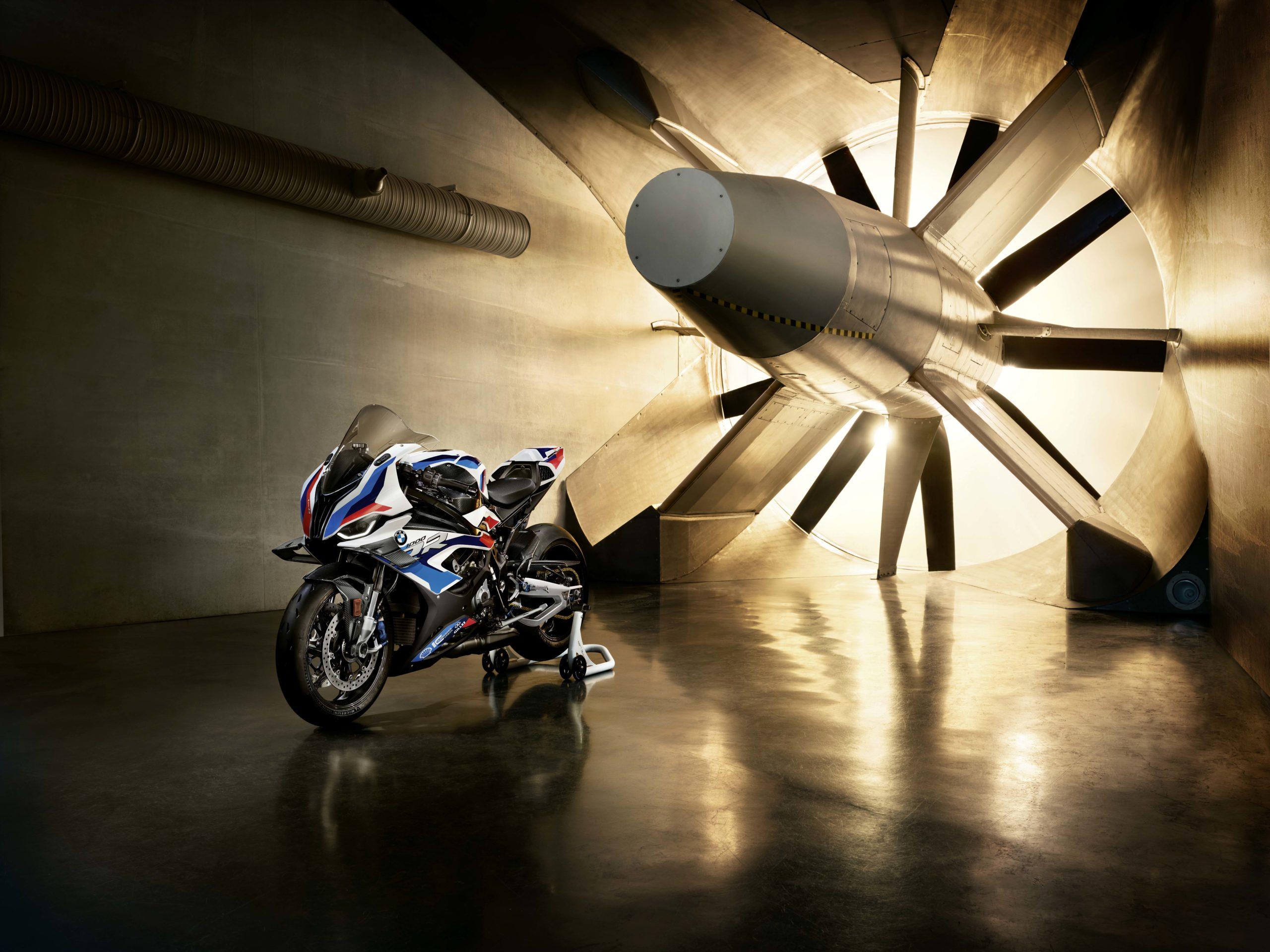 Спортбайк BMW M1000RR 2021