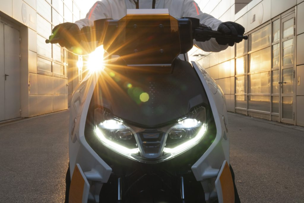 Концепт: Электроскутер BMW Definition CE 04