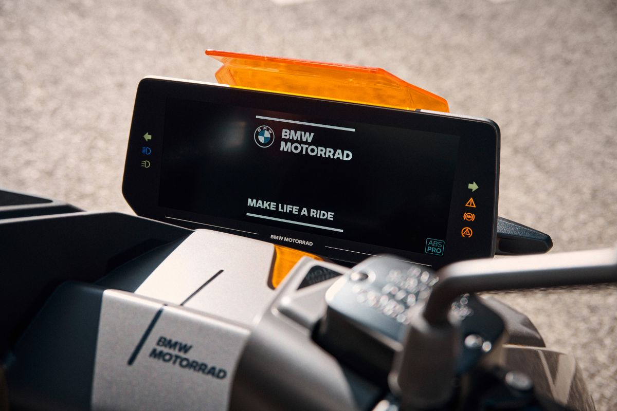 Представлен электроскутер BMW CE 04