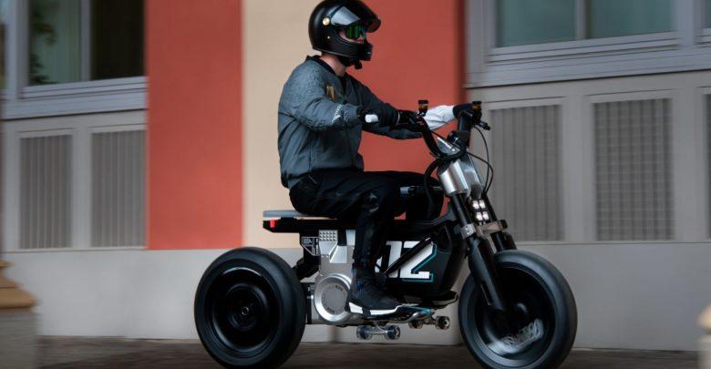 В BMW показали концепт электроцикла BMW CE 02